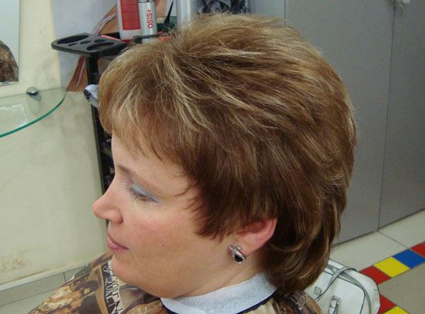 Прически для выпускного средней длины волос