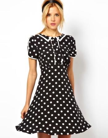 Бабушка в платье в горошек