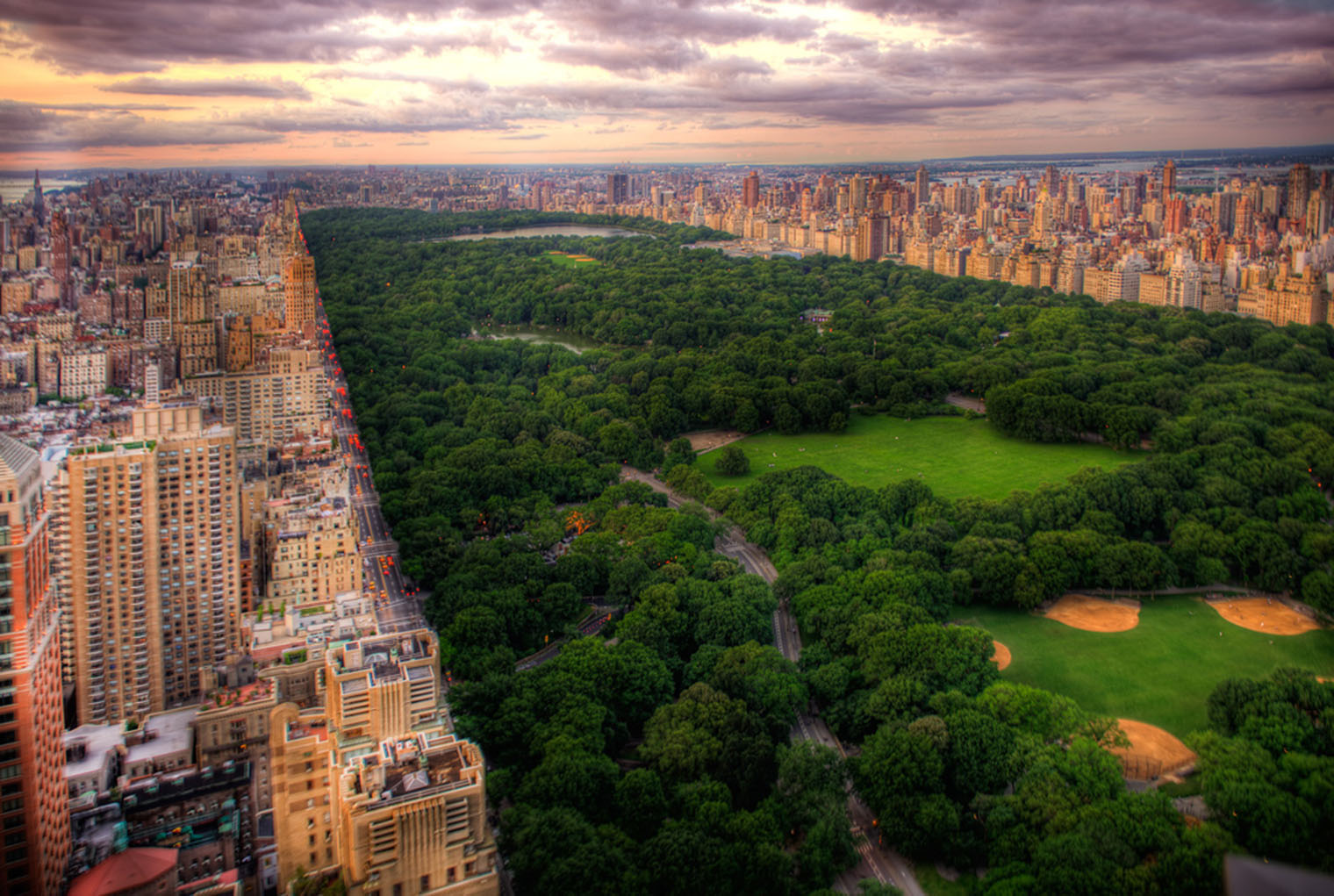 a description of the central park in new york city Today's guests are invited to escape the busy city life in exchange for the serenity that awaits them at the park central hotel near rockefeller center - newly renovated and inspired by the iconic central park and renowned new york city landmarks.