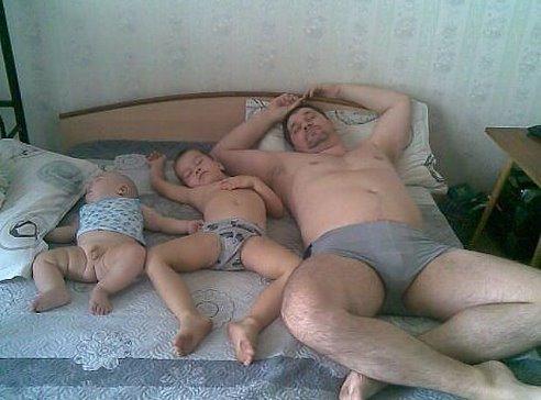 Спящая голая мама фото видео